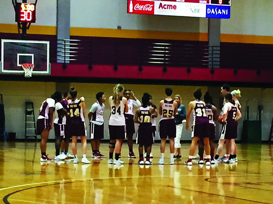 The+women%27s+basketball+team+practices+Sept.+20.+The+team+hopes+to+win+a+national+championship+this+year.+Photo+credit%3A+Ryan+Micklin
