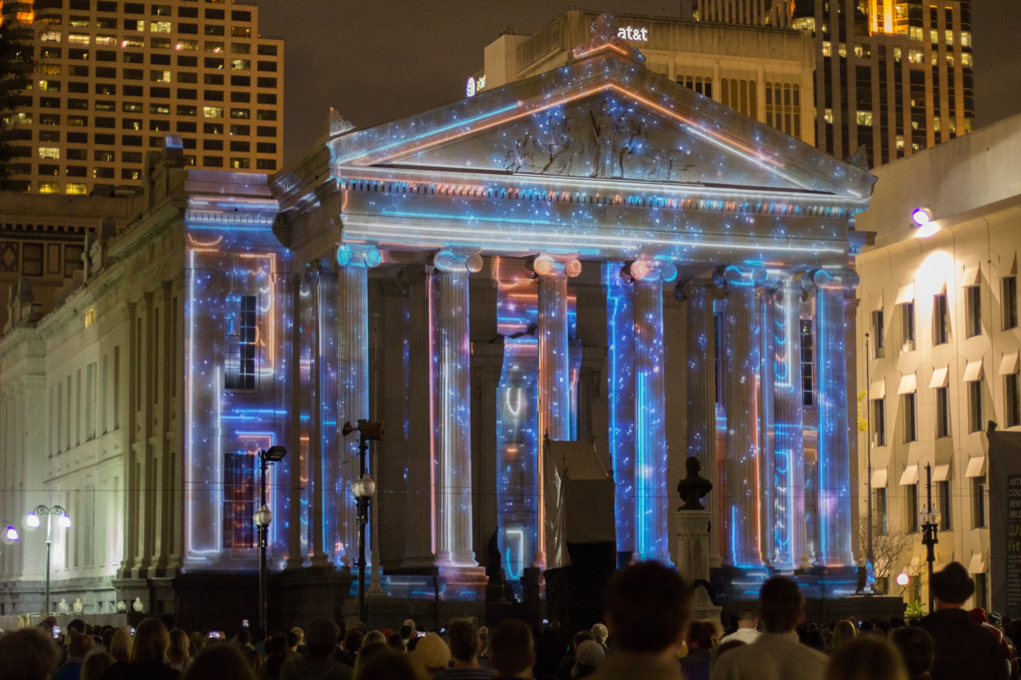 LUNA Fête lights up New Orleans for the holidays