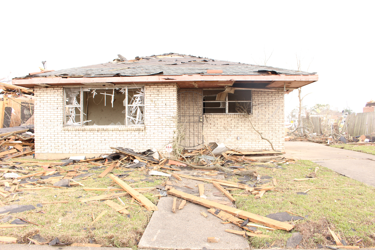 New Orleans East residents turn to each other to pick up the pieces, in wake of EF3 tornado
