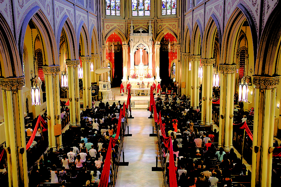 The+Loyola+community+gathers+in+Holy+Name+of+Jesus+Catholic+Church+for+the+Mass+of+the+Holy+Spirit+last+fall.+Catholics+in+the+area+will+be+able+to+break+their+Lenten+fast+for+St.+Patrick%27s+Day+this+year.