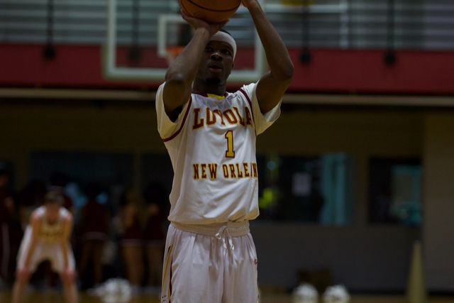 Men's basketball team dominates Faulkner on their way to the SSAC Semifinals