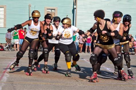 Big Easy Rollergirls jam Ethridge into their pack
