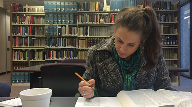 Sarah+Ansardi%2C+2L+law+student%2C+studies+in+the+College+of+Law+library.+The+College+of+Law+recently+established+a+new+certificate+in+social+justice+after+realizing+that+many+of+its+professors+were+teaching+courses+with+social+justice+components.