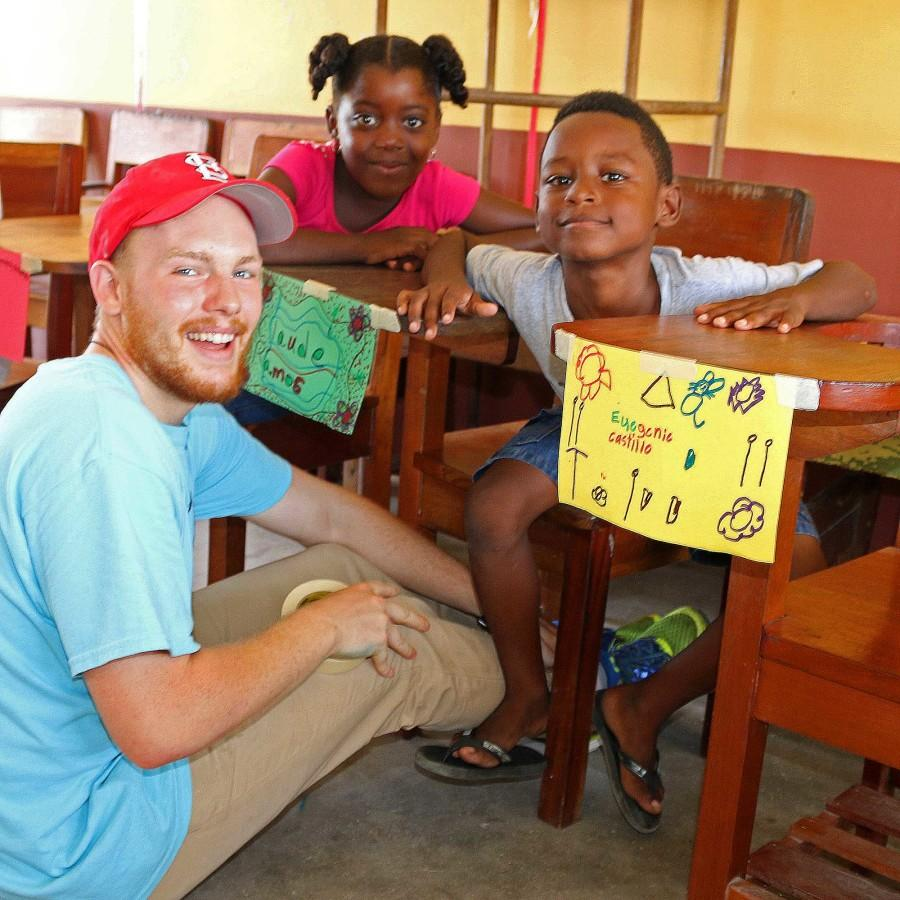 Brendan+Dodd%2C+management+senior%2C+poses+with+children+during+the+summer+2015+Iggy+Vols+trip+in+Dagriga%2C+Belize.+The+volunteers+spent+their+time+teaching+children+and+learning+about+the+culture