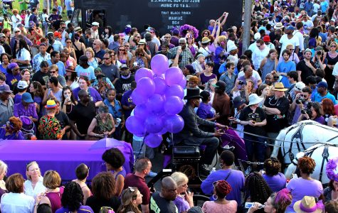 Thousands gather to honor Prince one last time
