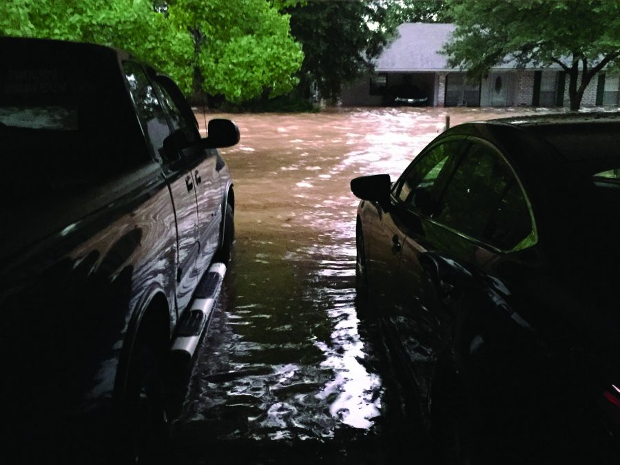 Floods+rise+against+Michele+and+Kristopher+Ellis%27+cars+in+their+garage+and+along+their+street+in+Baton+Rouge%2C+La.