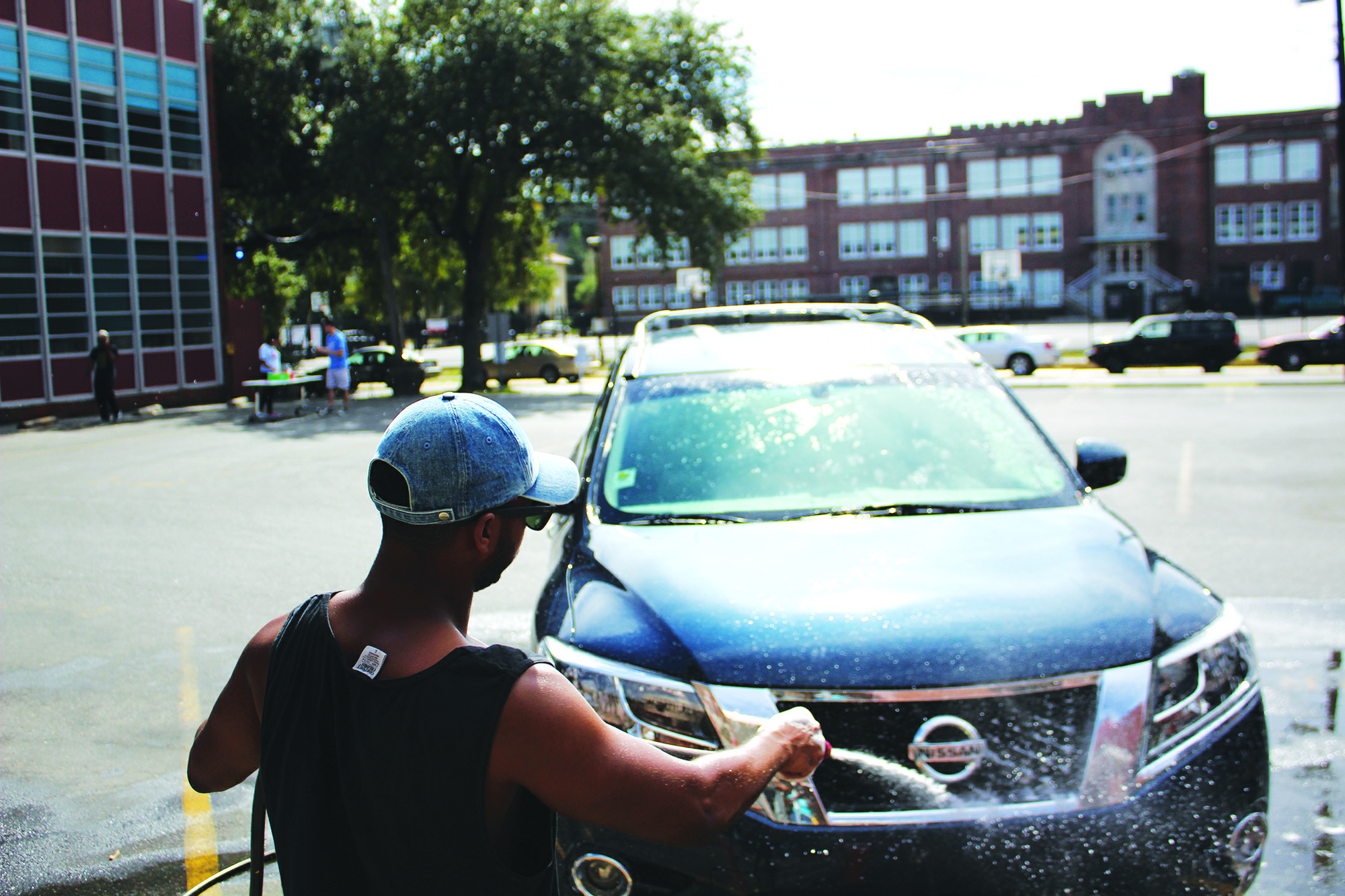 Alpha Phi Alpha President Matthew Draughter, international business senior, washes a car. Alpha Phi Alpha held a car wash on Saturday, Nov. 5, 2016 to kick off Alpha Week. Photo credit: Alliciyia George