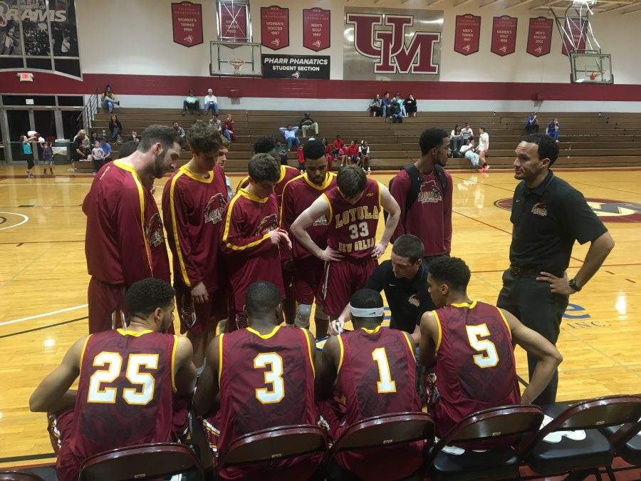 Loyola+men%27s+basketball+team+huddles+before+the+start+of+their+game+against+the+University+of+Mobile+on+Jan.+12.+Photo+credit%3A+Caroline+Gonzalez