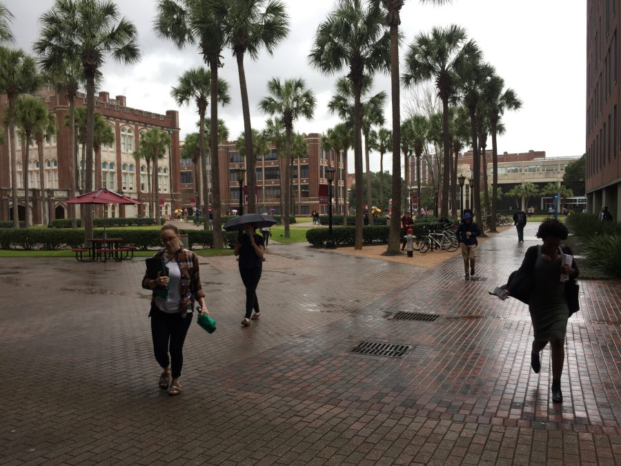 Students+hurry+to+class+in+the+rain+at+Loyola+University+New+Orleans.+This+time+of+year+is+especially+gloomy+for+those+who+experience+seasonal+depression.+Jan.+19%2C+2017.+Photo+credit%3A+Haley+Pegg