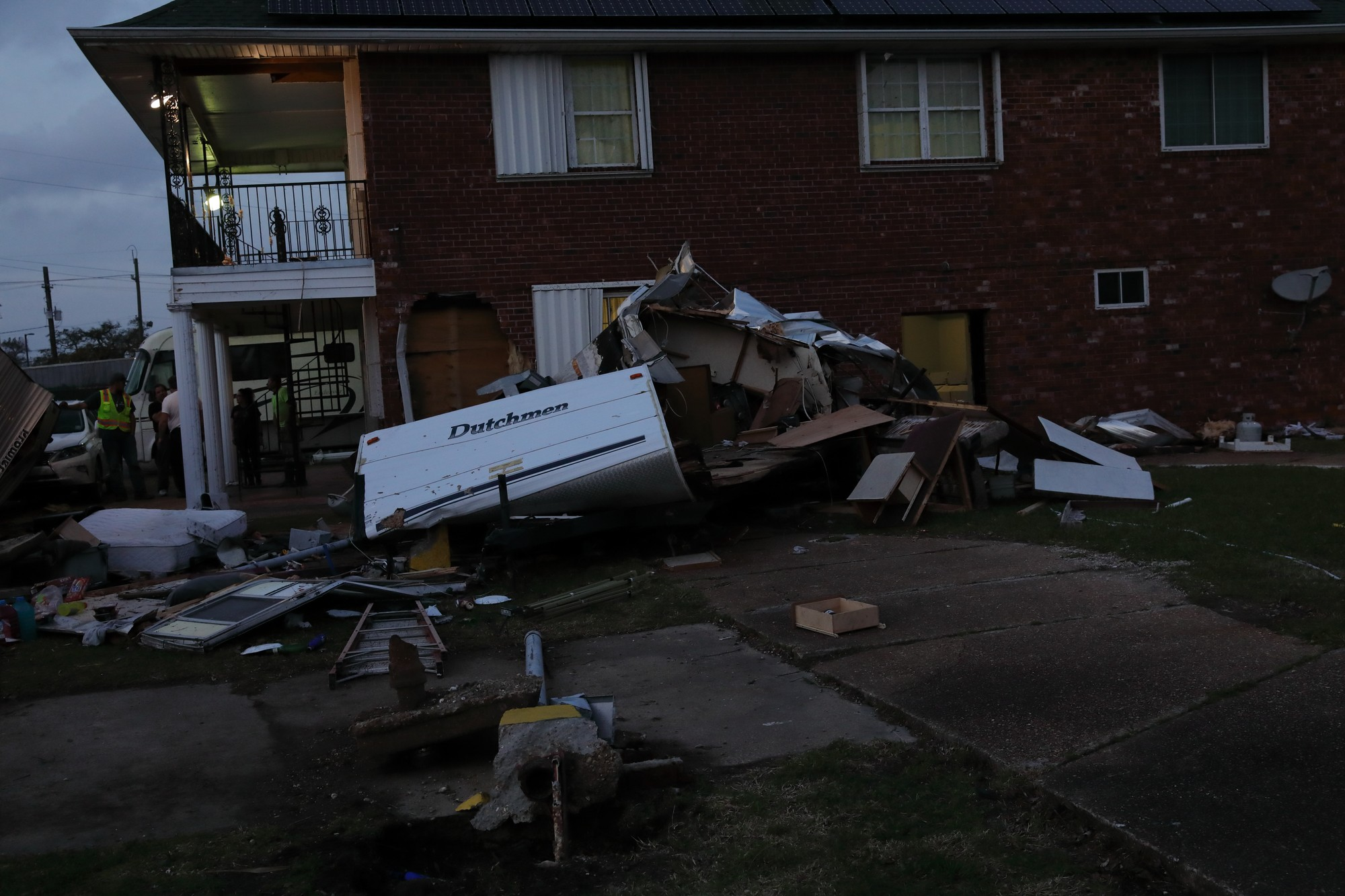 Residents+of+Parc+D%27Orleans+assess+the+aftermath+of+an+EF2+tornado+in+East+New+Orleans%2C+Louisiana%2C+Feb.+7%2C+2017.+Residents+cooperated+to+evacuate+injured+community+members+and+disconnected+propane+lines+as+a+precationary+measure.+Photo+credit%3A+Osama+Ayyad