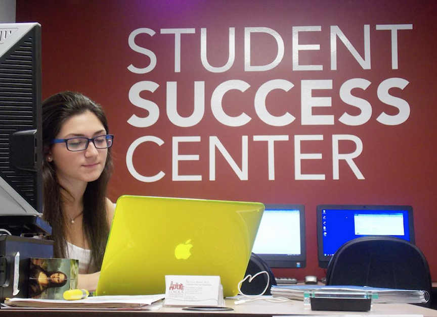 Dynna+Schutz%2C+an+accounting+major+is+one+of+the+front+desk+assistants+for+the+Student+Success+Center.+The+Academic+Resource+center+was+changed+to+the+Student+Success+Center%2C+which+offers+tutoring%2C+writing+help%2C+academic+and+pre-health+advising%2C+and+disability+services.+%7BSeptember+18%2C+2015%7D+Photo+credit%3A+The+Maroon
