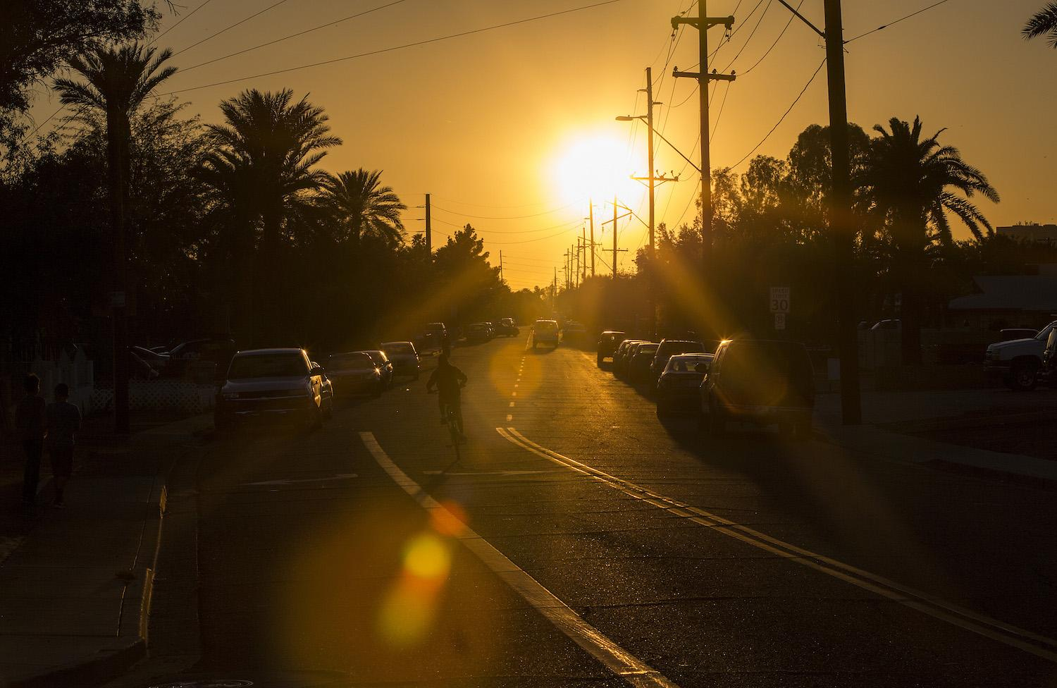 The setting sun beats down on a neighborhood just outside downtown on March 24, 2017 in Phoenix, Ariz. (Gina Ferazzi/Los Angeles Times/TNS)