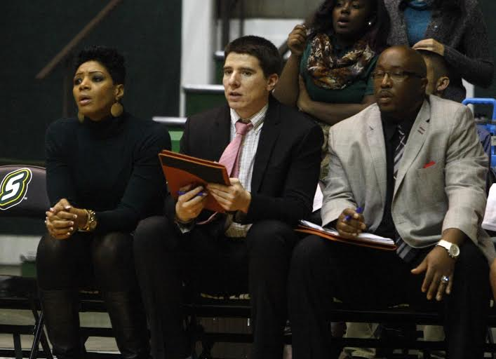 Women's basketball team hires Travis Ponton as new assistant coach