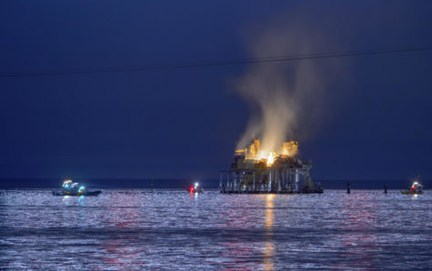 Gas platform explodes on Lake Ponchartrain