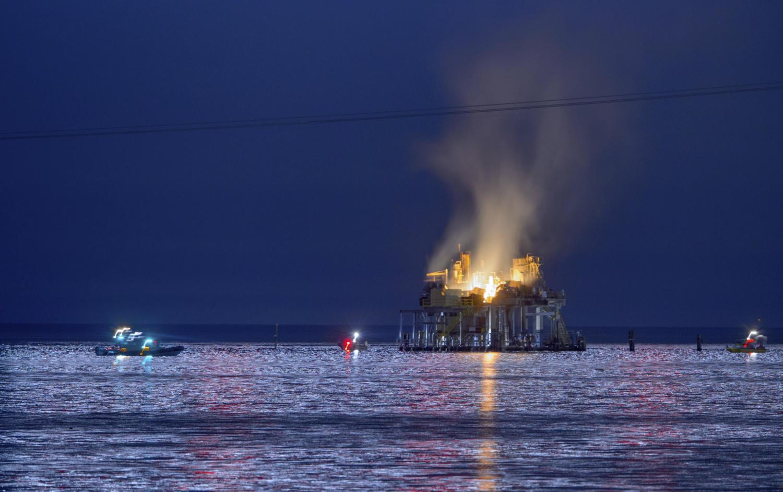 Gas platform explodes on Lake Ponchartrain