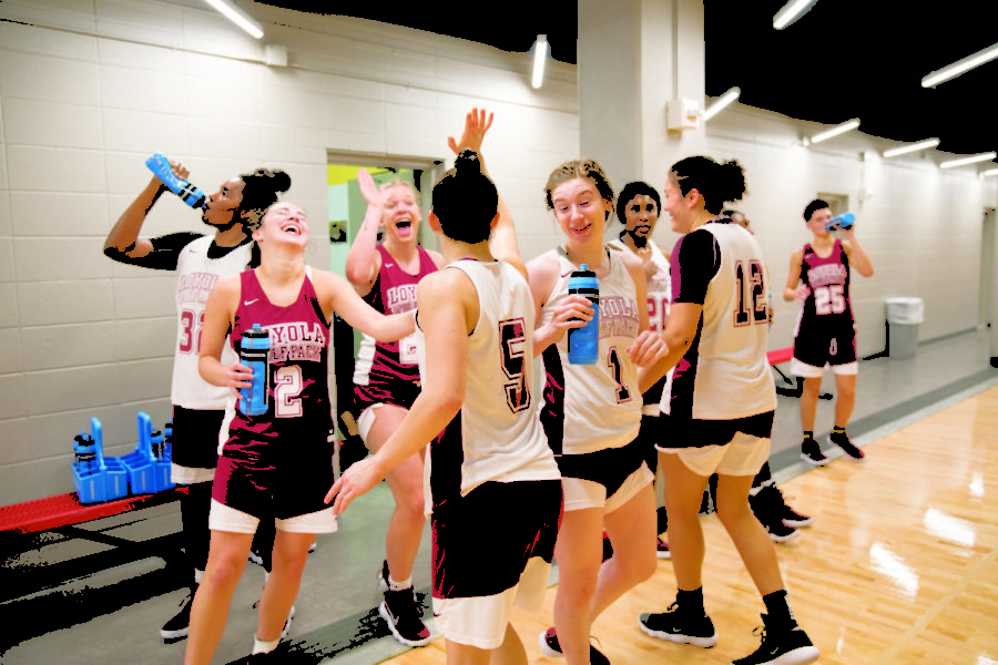 Women%27s+basketball+team+enjoying+a+refreshing+water+break.+The+practice+was+held+in+the+Loyola+University+sports+complex+on+Friday.+Photo+by+Jules+Santos.+Photo+credit%3A+Jules+Santos