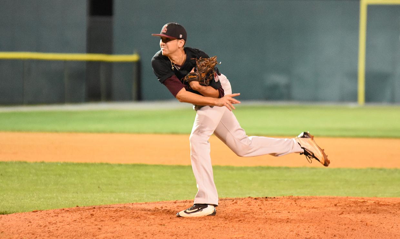 Loyola Baseball team to host fundraiser