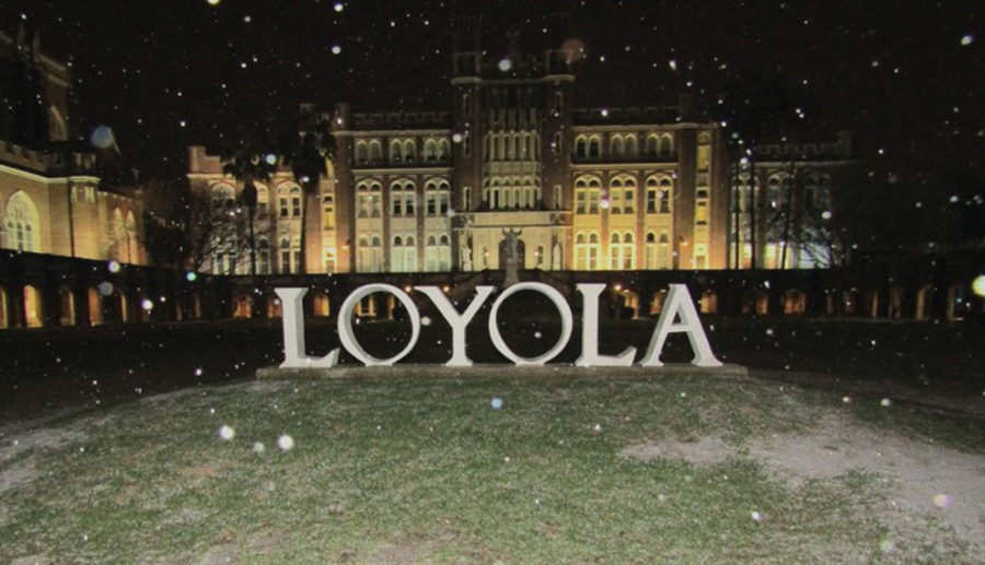 Sleet%2C+not+sneaux%2C+falls+in+front+of+the+Loyola+letters+at+the+Horseshoe+Jan.+16%2C+2018.+Loyola+was+the+last+four-year+university+in+New+Orleans+to+cancel+classes+for+that+day.+ANDERSON+LEAL%2FThe+Maroon.+Photo+credit%3A+Anderson+Leal