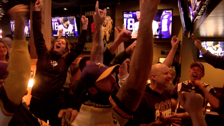 Vikings+fans+celebrate+their+team%E2%80%99s+last+second+win+at+Walk+On%E2%80%99s+Bistreaux+and+Bar+on+Sunday%2C+Jan.+14%2C+2018.+The+Minnesota+Vikings+beat+the+New+Orleans+Saints+29-24+and+advance+to+the+NFC+Championship+game+against+the+Philadelphia+Eagles.+Photo+credit%3A+Brian+Wollitz