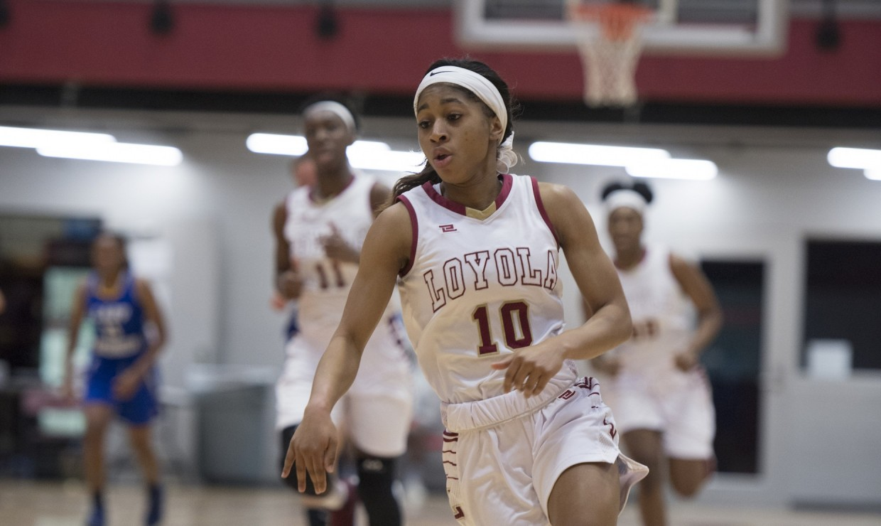 Mass communication senior Zoie Miller (10) dribbles the ball in transition on Jan. 27 2018. Miller had a career-best 39 points versus the University of Mobile. Photo by LOYOLA NEW ORLEANS ATHLETICS/Courtesy