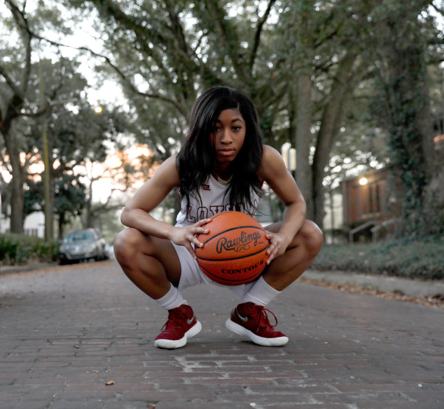Zoie+Miller+%2810%29%2C+mass+communication+senior%2C+is+a+leader+for+the+Loyola+women%27s+basketball+team+though+her+actions+on+the+court%2C+according+to+head+coach+Kellie+Kennedy.+Miller+has+lead+the+team+in+scoring+for+the+past+three+years.+MARISABEL+RODRIGUEZ%2FThe+Maroon.+Photo+credit%3A+Marisabel+Rodriguez
