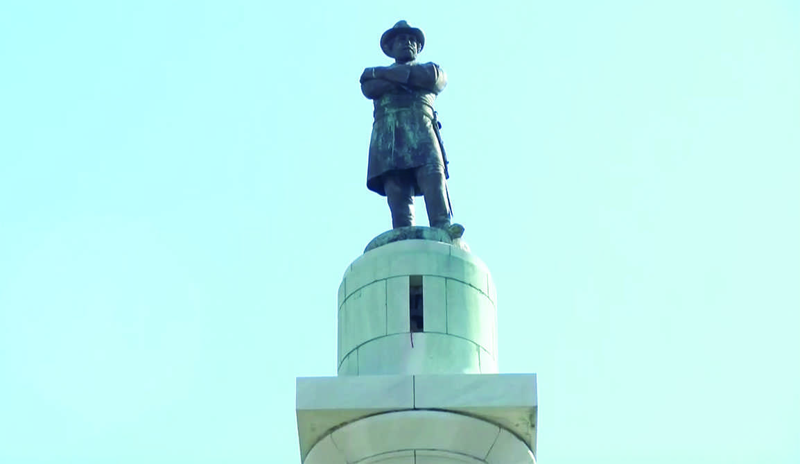 The Robert E. Lee statue at Lee Circle seen prior to its removal in 2017. Photo credit: The Maroon