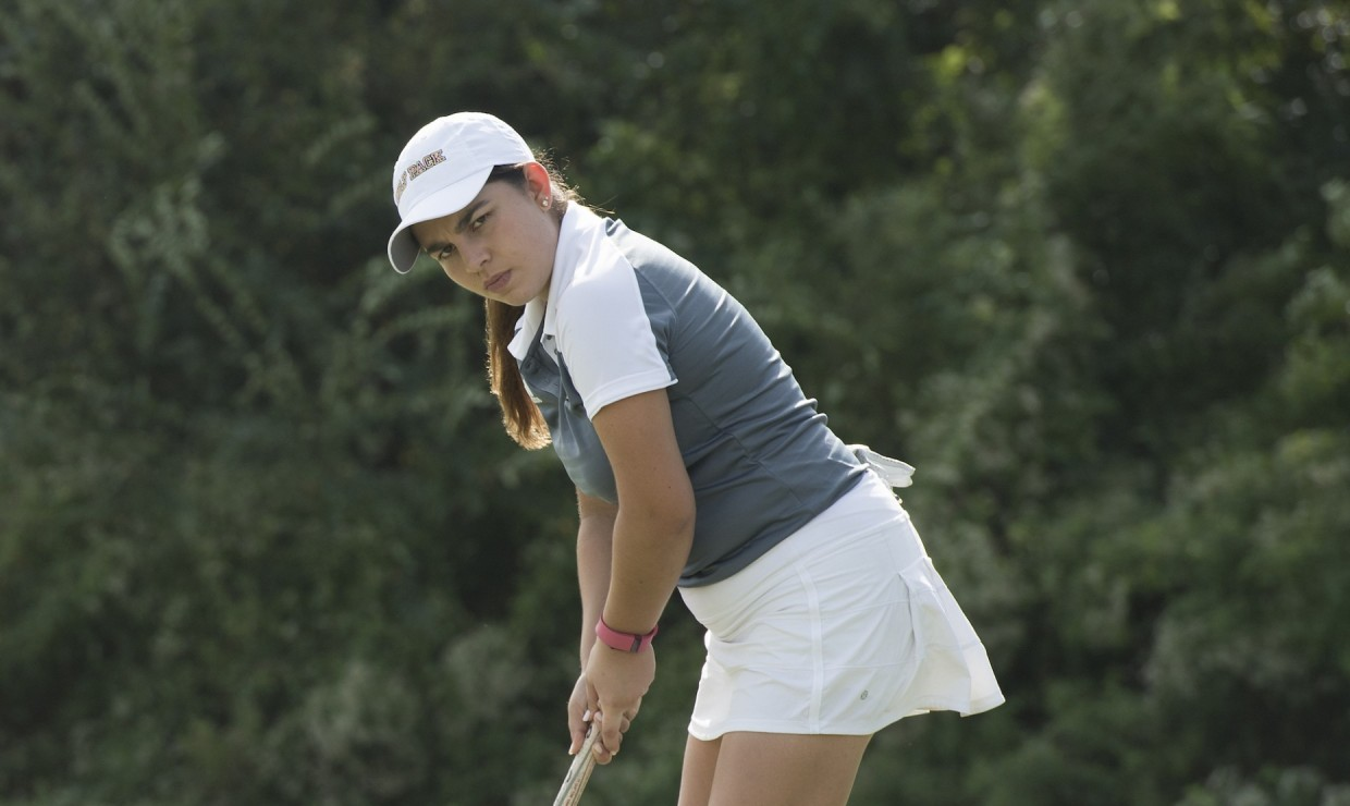 Freshman Alejandra Bedoya Tobar finished in the top-3 at the UNOH Invitational on March 20 2018. The team sported several golfers in the top 20 list. Photo credit: Loyola University Athletics