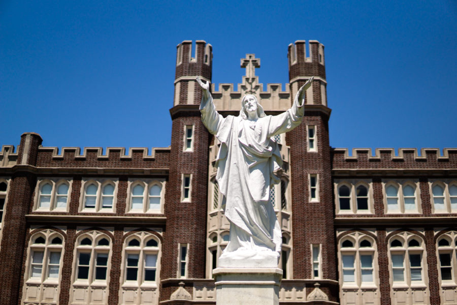 The+Jesus+statue+outside+of+Marquette+Hall.+In+a+statement+made+to+The+Maroon%2C+Loyola+University+New+Orleans+states+that+clubs+and+organizations+that+seek+university+and+Student+Government+Association+approval+must+maintain+Jesuit+and+catholic+values.+Photo+credit%3A+Jacob+Meyer