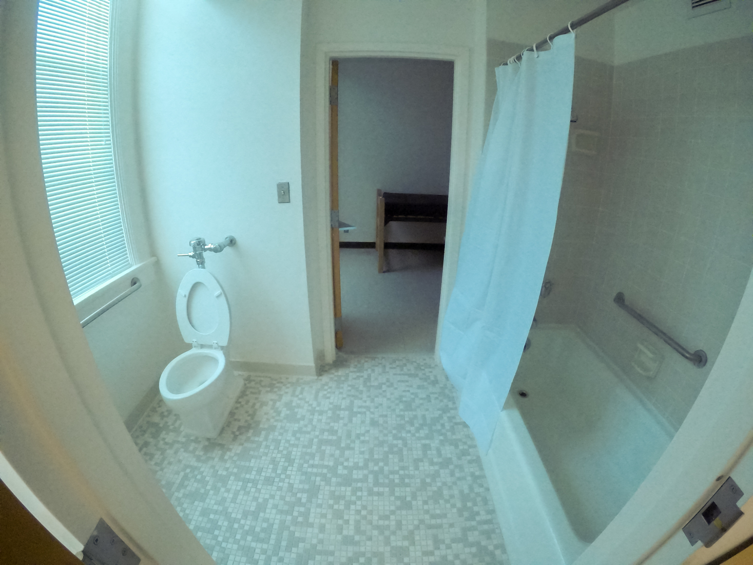 Bathrooms+between+single+rooms+are+shared+in+Founders+Hall.++Students+living+in+Founders+hall+may+find+it+more+convenient+to+share+a+bathroom+with+only+one+suite-mate+as-opposed+to+three%2C+or+even+entire+floors+in+other+residence+halls.+Photo+credit%3A+Jacob+Meyer