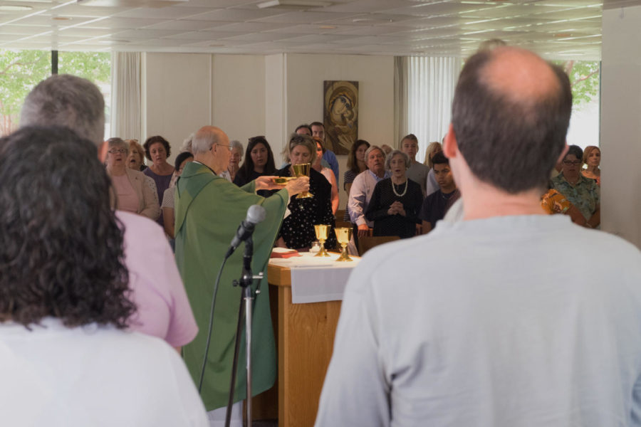 Reverend+D.+Martin+presents+communion+wafers+and+wine+to+worshipers+in+Loyola+University%27s+Ignatus+Chapel+during+an+Aug.+26+Sunday+mass.+Thanks+to+an+anonymous+matching+grant+for+the+Tom+Benson+Jesuit+Center%27s+creation+and+200+members+of+the+Ignatius+Chapel+successfully+matching+the+grant%2C+the+chapel+will+soon+be+relocated+to+the+jesuit+center.+Photo+credit%3A+Samuel+Kahn