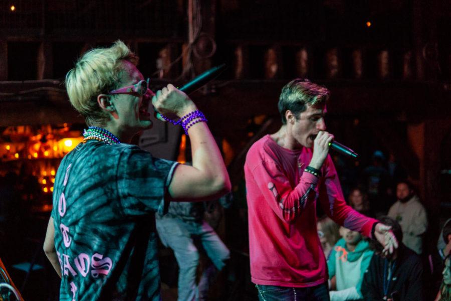 Max+Taylor+and+Skylar+Allen+perform.+
