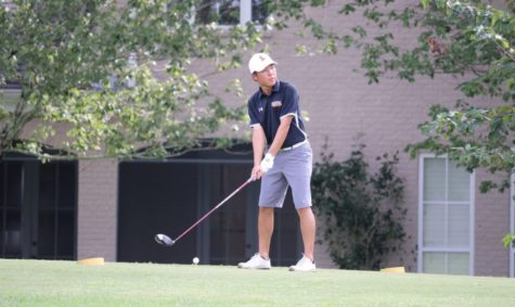 Golf team tees off new season