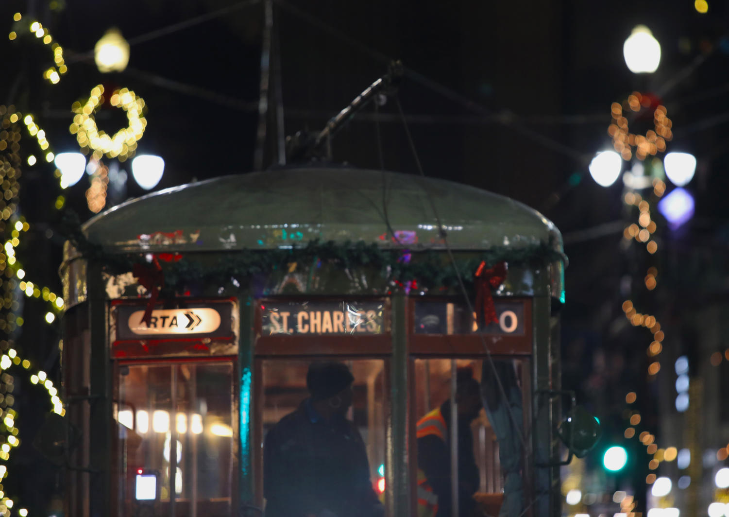 Holiday+garlands+are+hung+on+the+Canal+St.+streetcars+in+celebration+of+the+holidays.+Photo+credit%3A+Andres+Fuentes