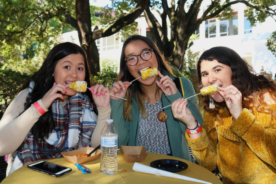 Students+eating+some+of+President+Tetlow%27s+favorite+foods+at+the+Tetlow+Fest+on+Nov.+15+2018.+Photo+credit%3A+Sidney+Ovrom