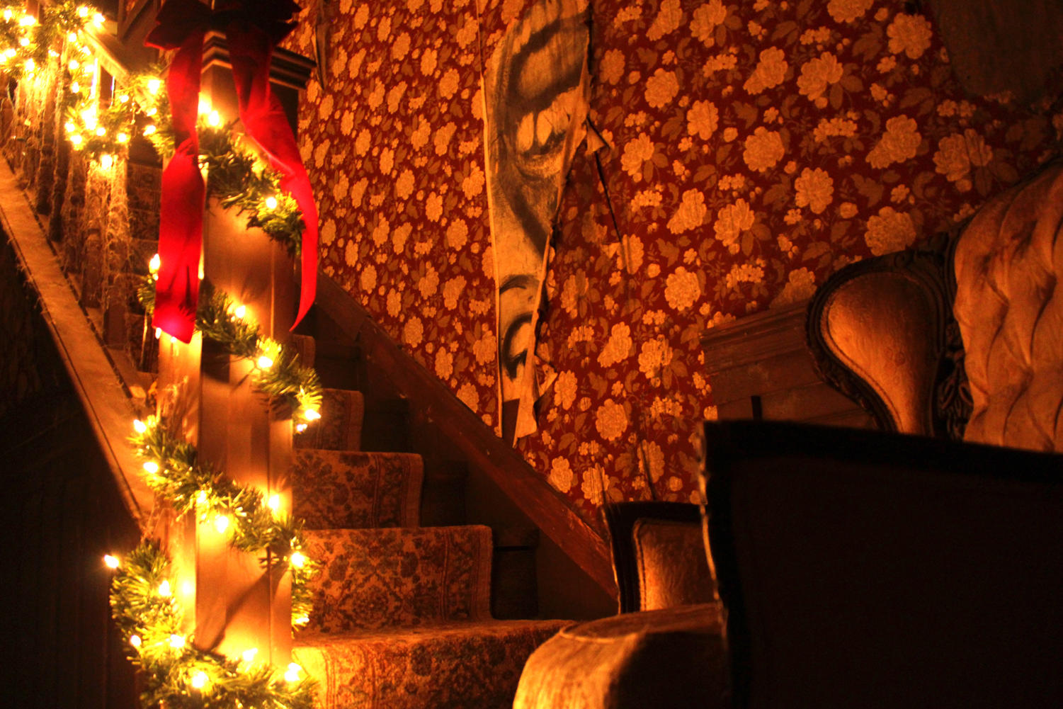 Stairs+decorated+in+garlands+and+lights+lead+to+even+more+haunts.+Traditional+holiday+decor+mixed+with+scares+around+every+corner+make+the+haunted+house+ho-ho-horrifying.+Photo+credit%3A+Caitlyn+Reisgen