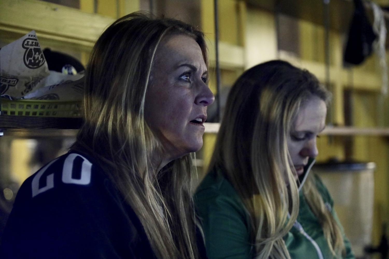 Eagles+fans+are+shocked+after+the+Saints+take+the+lead.