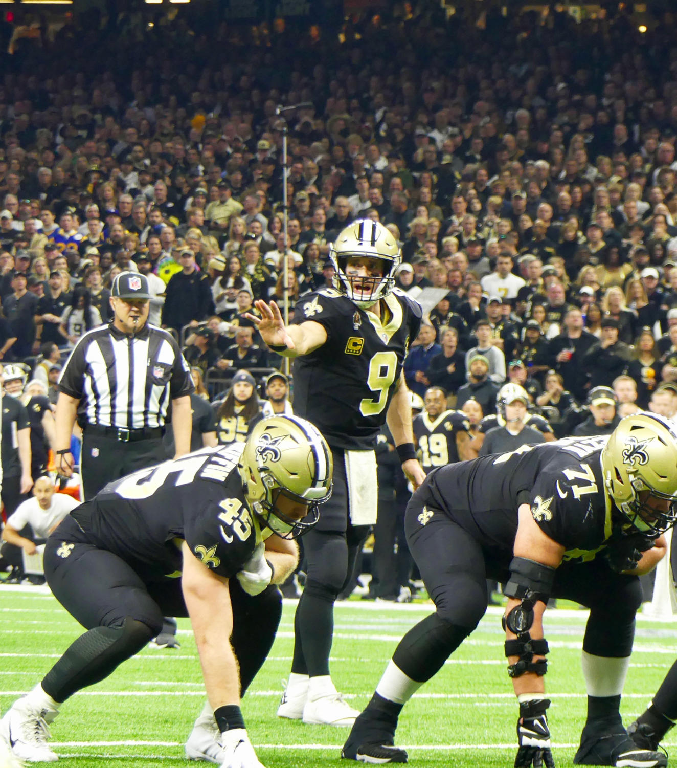 Quarterback+Drew+Brees+%289%29+gears+up+for+a+play.+Photo+credit%3A+Olivia+Ledet