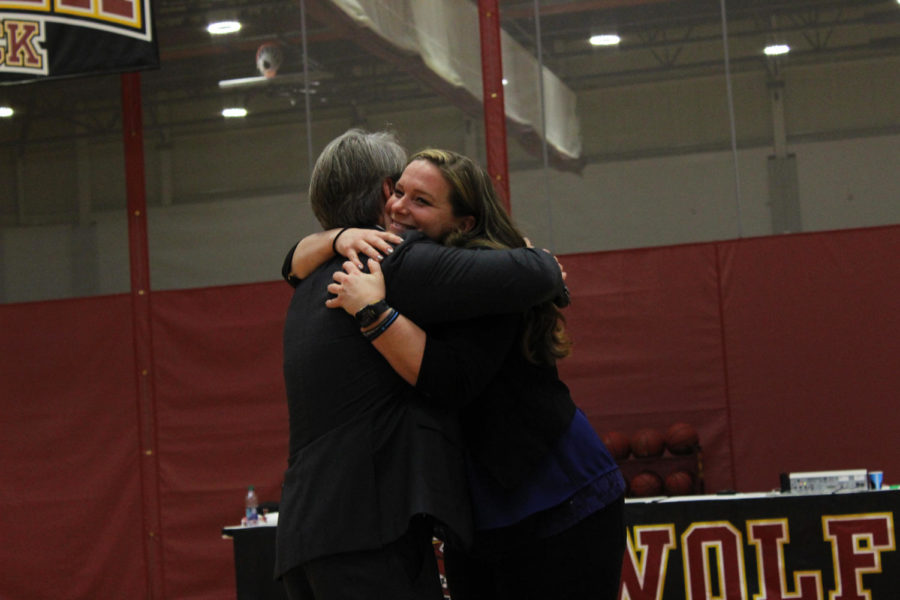 Wolf+Pack+Hall+of++Fame+inductee+Amy+Danielson%2C+A%E2%80%9998%2C+is+the+first+soccer+player+to+recieve+the+honor.+Danielson+embraces+Athletic+Director+Brett+Simpson+during+the+halftime+ceremony+on+Jan.+26.+Photo+credit%3A+Rosha%27E+Gibson
