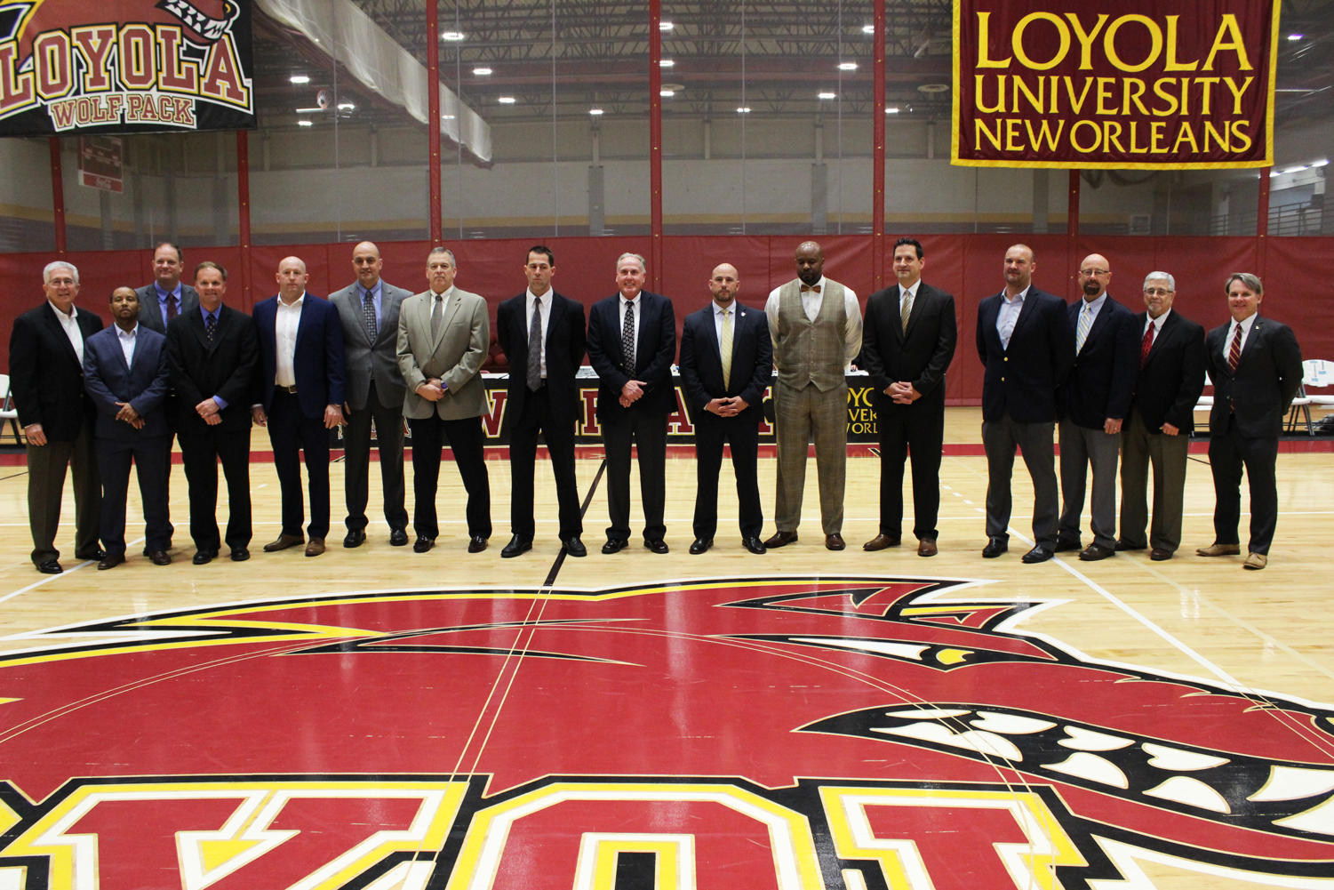 The+1994-1995+Loyola+men%27s+basketball+team+stands+center+court+as+they+are+honored+for+their+Hall+of+Fame+induction.+