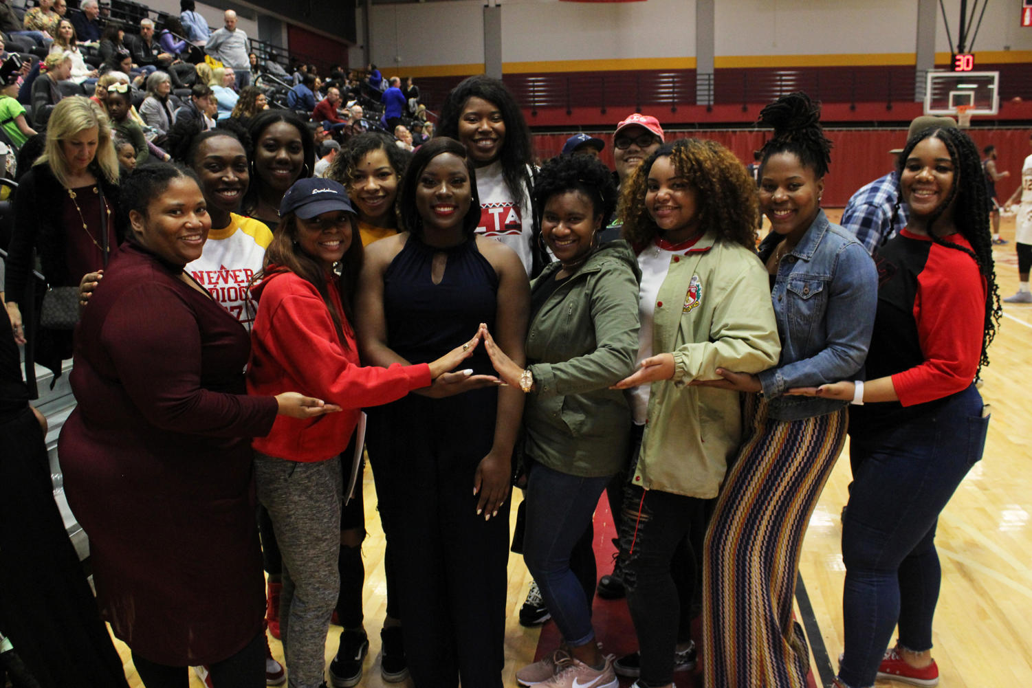 New+Hall+of+Famer+Inductee+Garkeiva+Council+A%2712+poses+with+her+sorority+sisters+of+Delta+Sigma+Theta+Sorority+Inc.+as+she+celebrates+her+honors.+Photo+credit%3A+Rosha%27E+Gibson