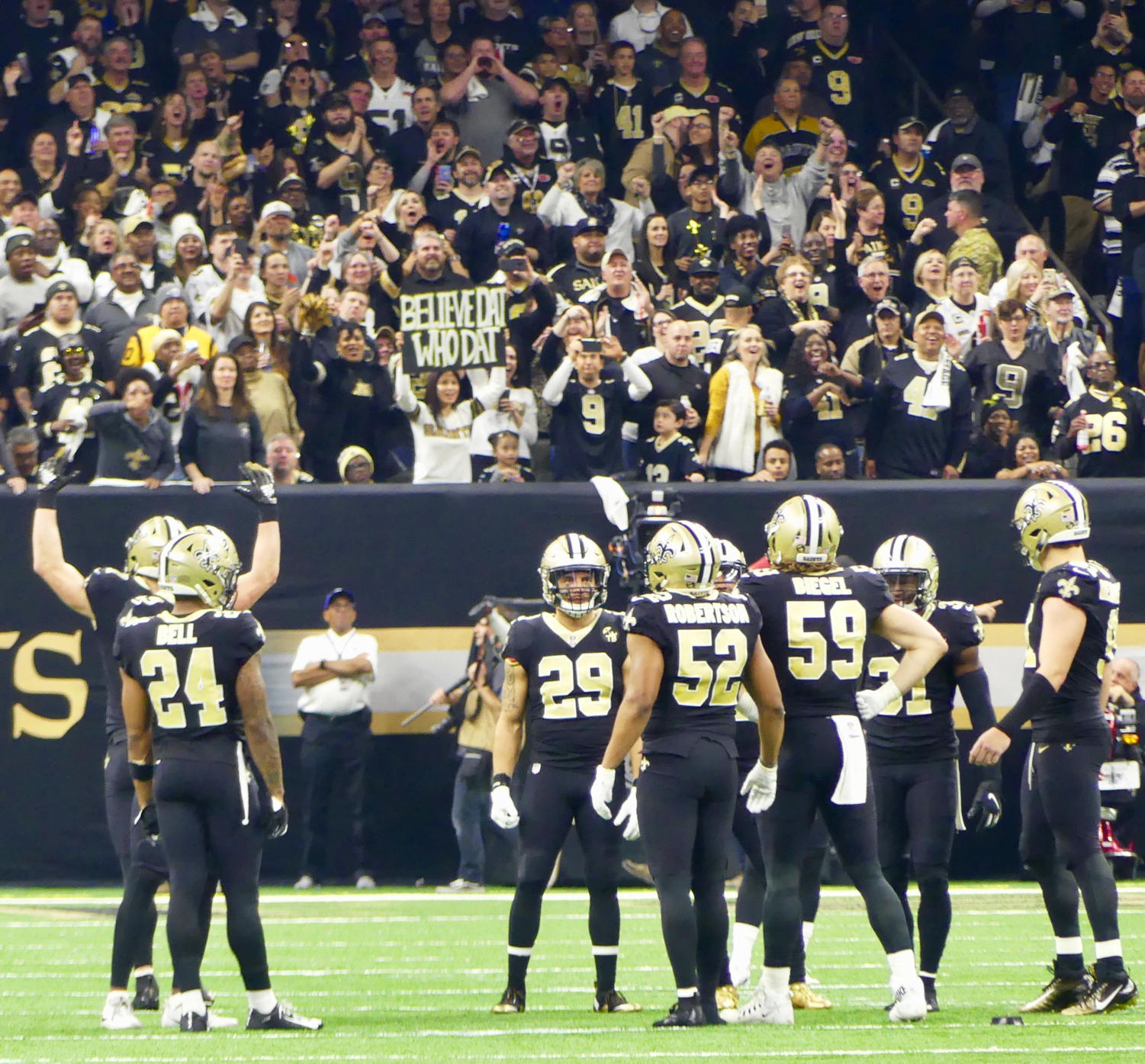 Fans+cheer+on+the+Saints+defense+in+the+Superdome.+Photo+credit%3A+Olivia+Ledet