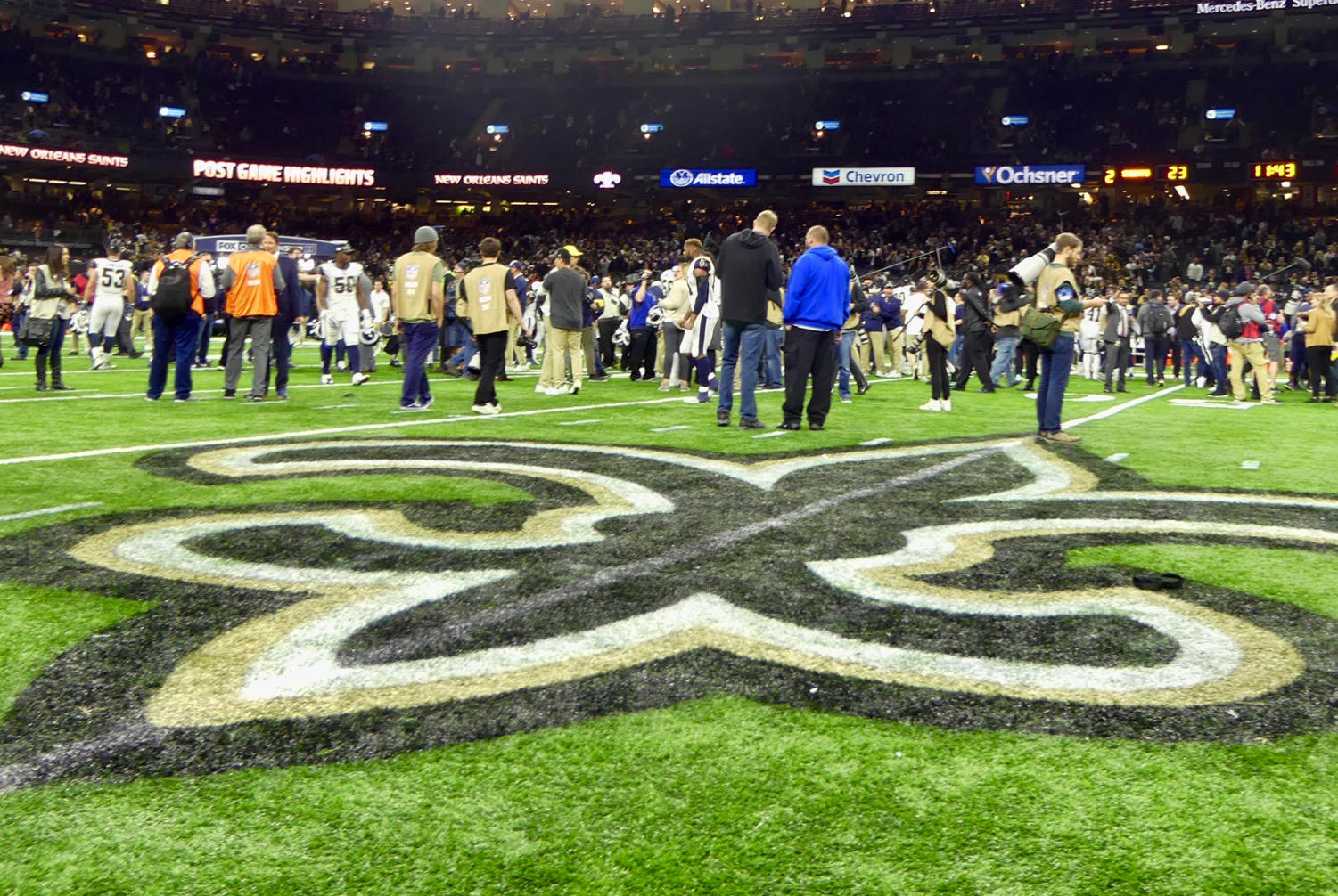 Media+meets+on+the+field+after+the+Saints+loss+in+the+NFC+Championship.+Photo+credit%3A+Olivia+Ledet