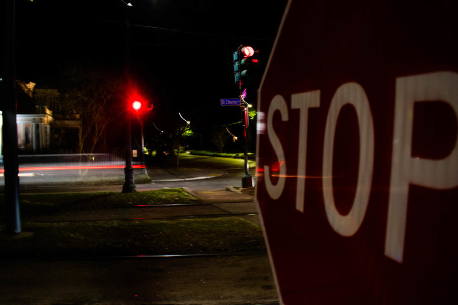 The+stop+sign+placed+at+the+crossroad+of+Nashville+Avenue+and+St.+Charles+Avenue.+The+malfunctioning+light+has+turned+the+streetlight+to+a+four-way+stop+sign.+Photo+credit%3A+Michael+Bauer