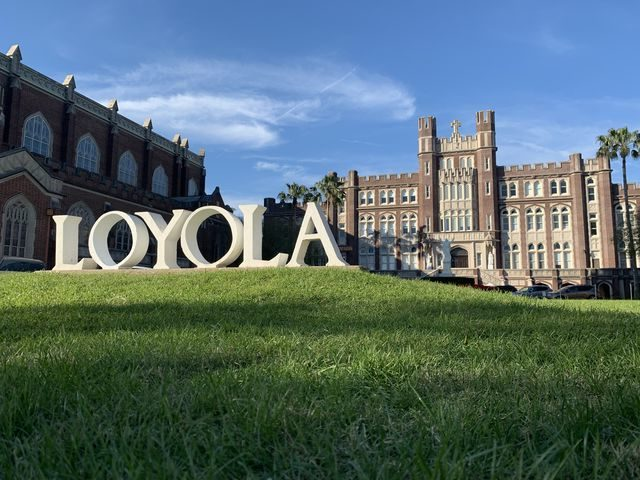 The+Loyola+Sign+sits+facing+St.+Charles+on+a+sunny+day.