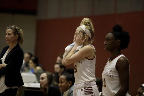 Women's basketball advances to second round of conference tournament