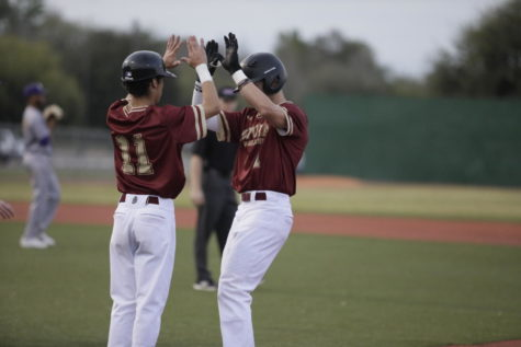 17 members of baseball team earn SSAC honors