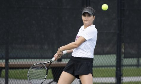 Women's tennis takes down Mobile, men's team falls short